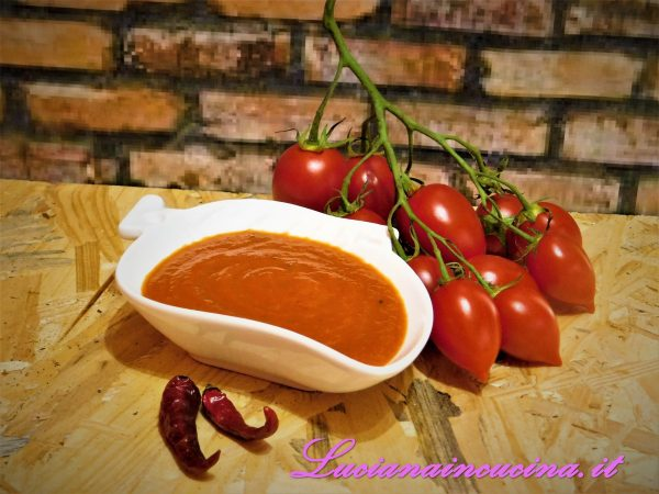 Ecco pronta la salsa, sia da gustare servita con carni e salsicce al barbecue, sia per marinare gli stessi prima della cottura (tipicamente americano).    Buon appetito!