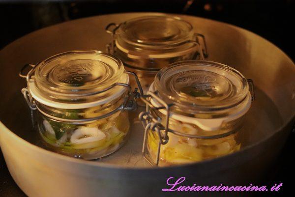 """Accendere il forno a 170°C e lasciarli """"riscaldare"""" per circa 15 minuti.   Adesso non resta che gustare questo piatto così delicato e profumato."""