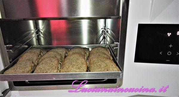 ...e surgelarlo con l'abbattitore. Questo ci permetterà, quando ci serve del pane, di rigenerarlo ottenendo la fragranza del pane appena sfornato.