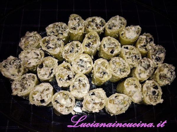 Raffreddateli e riempiteli con la farcia alla ricotta e melanzane.