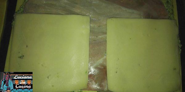 Ora aggiungere le fette di formaggio.