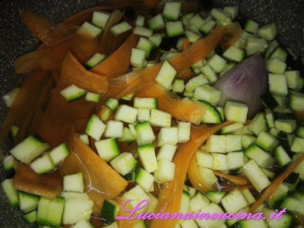 Cuocere tutte le verdure, aggiungendo un pò di acqua o brodo fino a renderle tenere.
