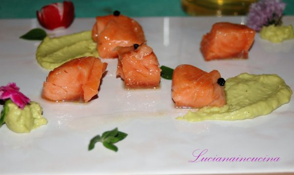 Cubi di salmone cotto a bassa temperatura