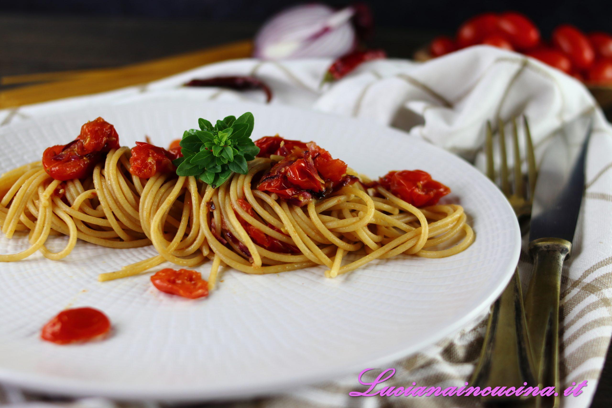 Spaghetti integrali con pomodorini al forno