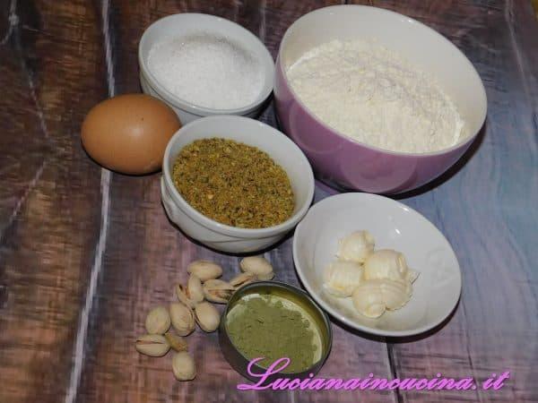 Preparare tutti gli ingredienti per lavorare velocemente l'impasto.