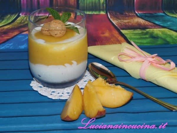 Dessert yogurt pesche e zenzero