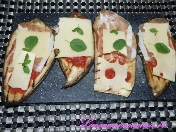Qualche foglia di basilico e mezza fetta di formaggio