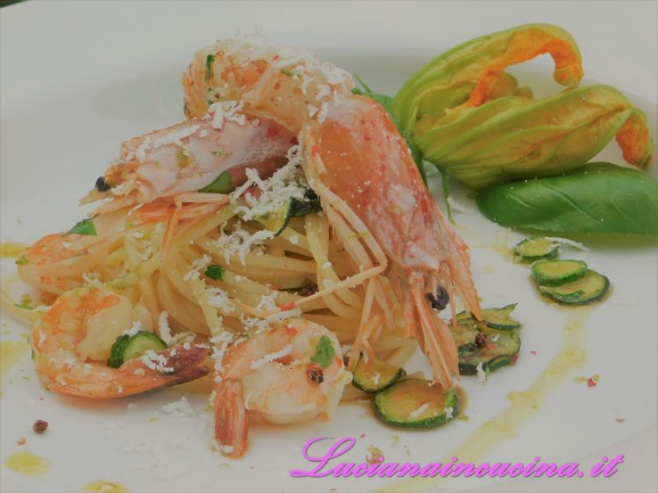 spaghetti gamberi e zucchine alla maniera di cannavacciuolo