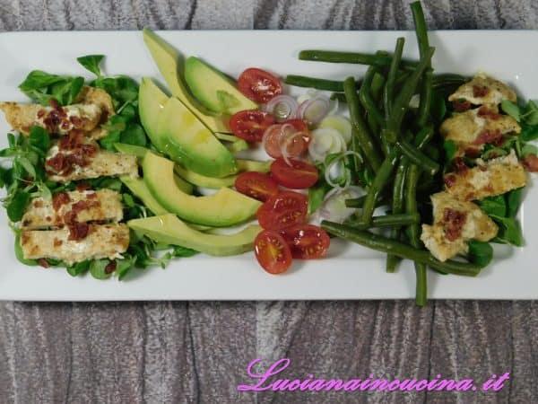 Pollo alla senape, avocado e verdure