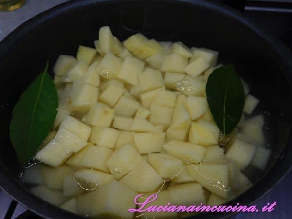 Coprirle con il brodo ed un paio di foglie di alloro e cuocerle per circa 25 minuti.