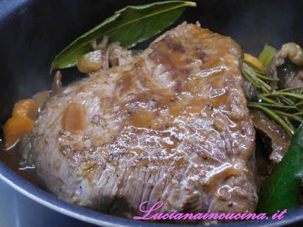 Dopo 10 minuti di cottura, spegnere e lasciar intiepidire il sughetto.