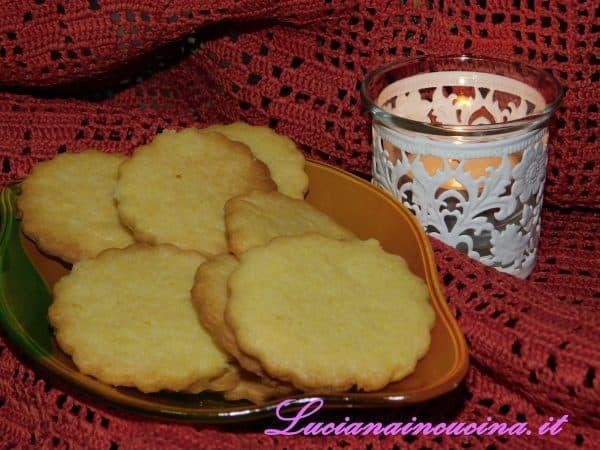 Ora potrete godervi in relax i vostri biscotti al limone, ed in più la vostra casa rimarrà profumata di limone a lungo...