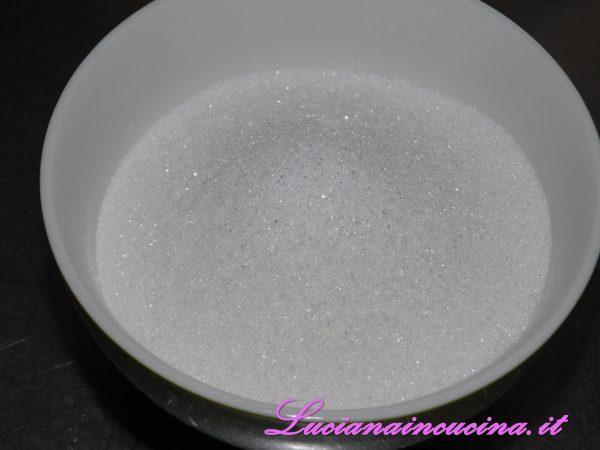 In una pentola inserire la liquirizia, lo zucchero.