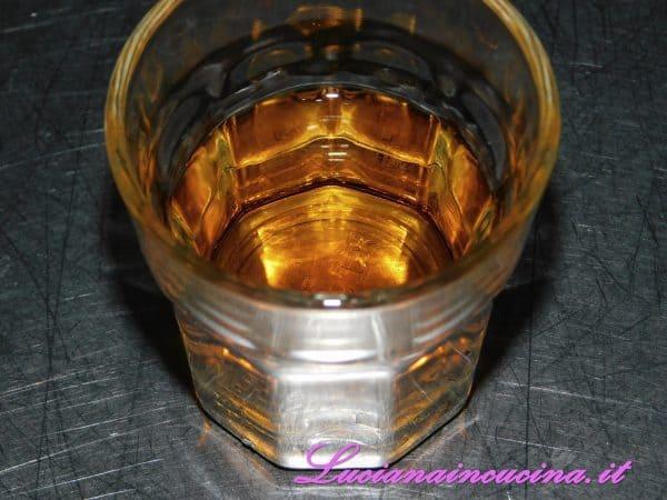 Preparare il bicchierino di Brandy.