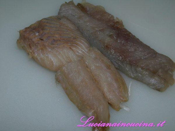 Prendere i filetti di merluzzo carbonaro già abbattuti.