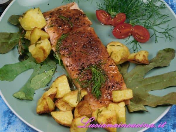 Filetto di salmone aromatizzato al Berberè e aneto, cotto a bassa temperatura nelle foglie di fico