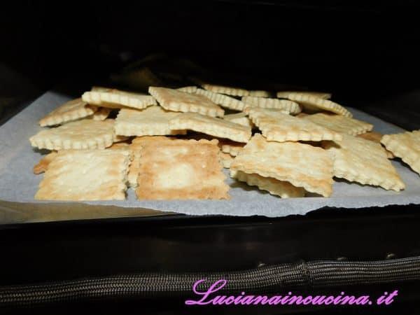 Rimetterli in forno, anche tutti in una teglia unica e lasciarli ad una temperatura di 80°C per una mezz'oretta abbondante, in modo da farli asciugare completamente e renderli croccanti.