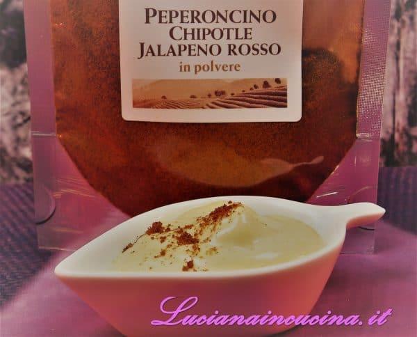 Ecco il risultato della maionese che spolverizzeremo con del peperoncino Chipotle in superficie, così da accentuarne la piccantezza.