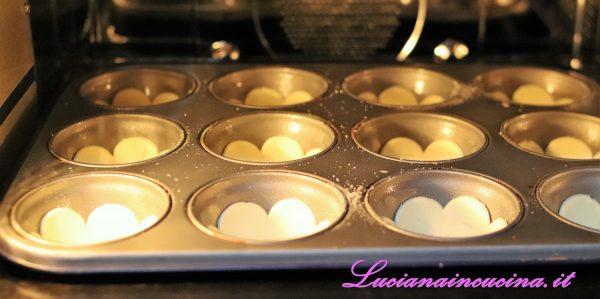Cuocere a 200°C per 15-20 minuti poi far raffreddare.