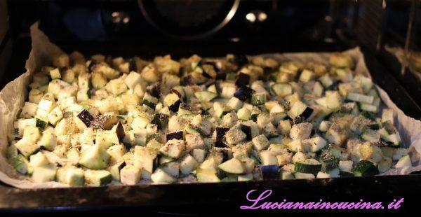 Aggiungere dei ciuffi di origano secco ed una spolverata di pangrattato poi passare in forno e cuocere a 180°C per 30 minuti.