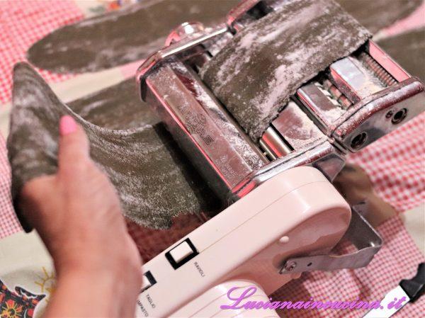 Stendere la pasta in uno strato sottile.