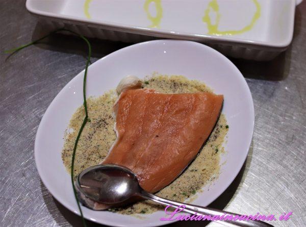 Usare questo composto per impannare i filetti di salmone.