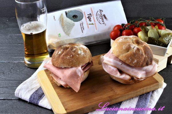 Ecco il risultato: pane fragrante e profumatissimo, pronto da imbottire con gli ingredienti preferiti :)
