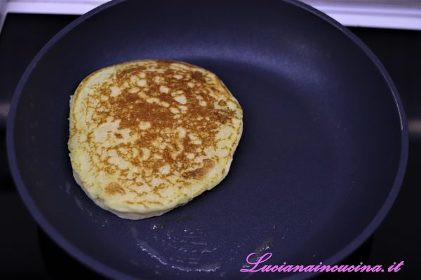 I pancakes dovranno risultare ben dorati.