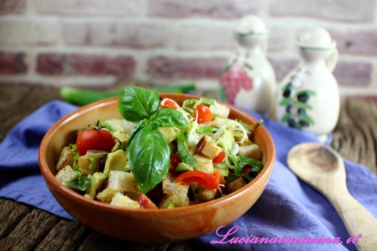 Panzanella all'avocado