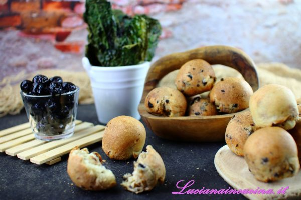 Panini con olive nere