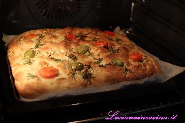 Cuocere a 230° con vapore per circa 10-12' fino a doratura.